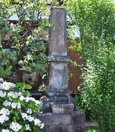 「仏足石」の石碑